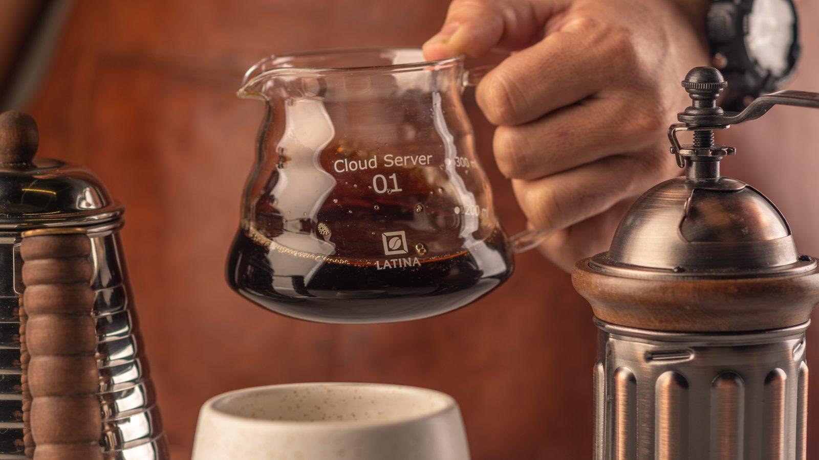 swirling kopi hasil seduhan pada Latina Cloud Server