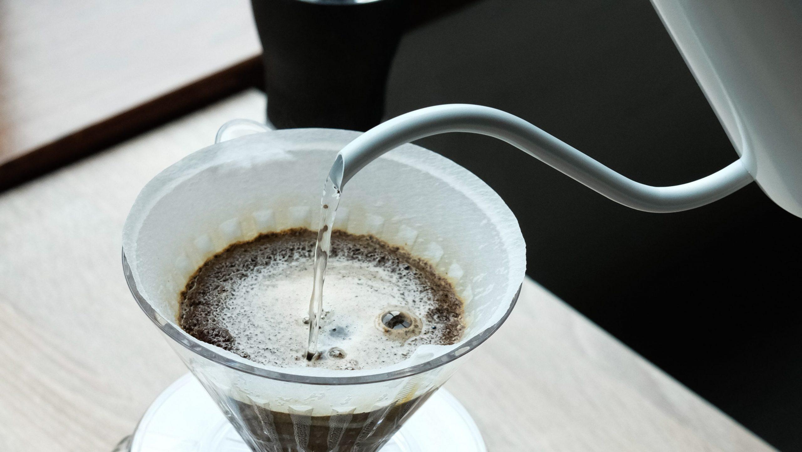 gooseneck kettle adalah alat kopi manual yang cukup penting dalam metode pour over